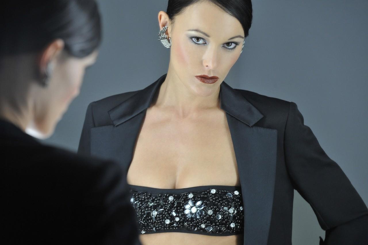 Donna l 39 ideale di bellezza nel temposcenario - Costume da bagno traduzione ...