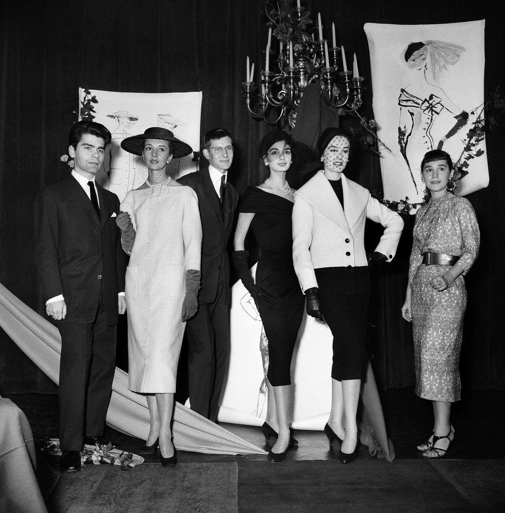 LES DEBUTS DE KARL LAGERFERLD ET YVES SAINT LAURENT 1954