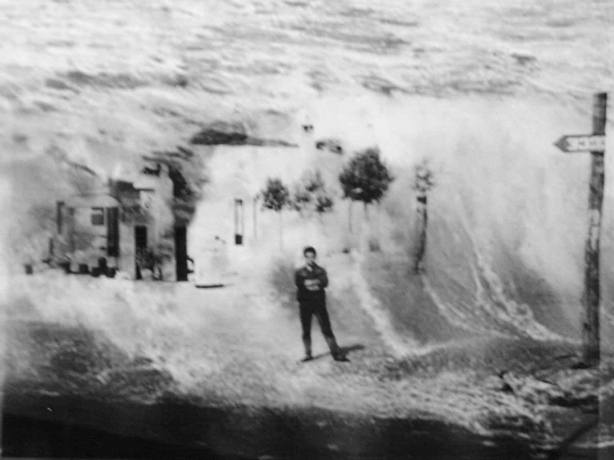 1_Annabella Cuomo, Terra Sostienimi, sovrapposizioni di fotografie d'archivio personale ristampate su acetato,20x30,2014