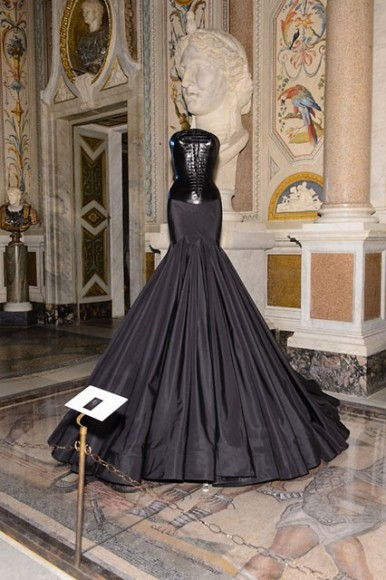 COUTURE / SCULPTURE Azzedine Alaïa in the history of fashion