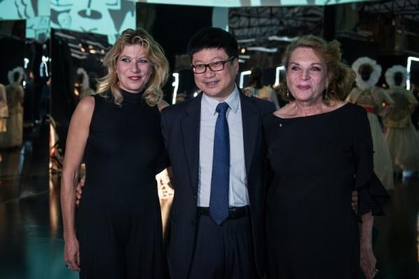 Gigliola Curiel;Zhao Yizheng;Raffaella Curiel