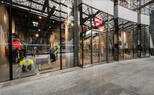 NEW BALANCE inaugura il primo flagship store a Milano in piazza Gae Aulenti
